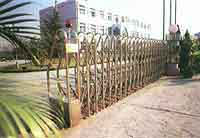 Sliding extension gate
